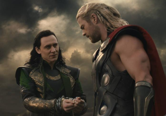 Chris Hemsworth e Tom Hiddleston in Thor: The Dark World