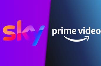 A sinistra il logo di Sky, a destra il logo di Amazon Prime Video