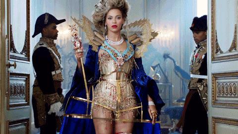 Beyoncé in atteggiamenti regali