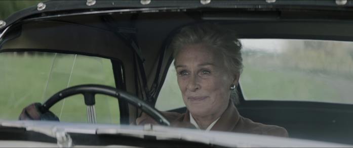 Lady Edith al volante sorride a Josephine