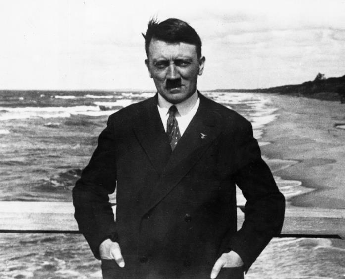 Adolf Hitler sulla spiaggia