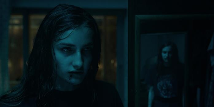 Veronica affronta il demone nel buio della propria casa distrutta