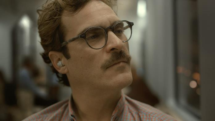 Joaquin Phoenix in un scena di Her