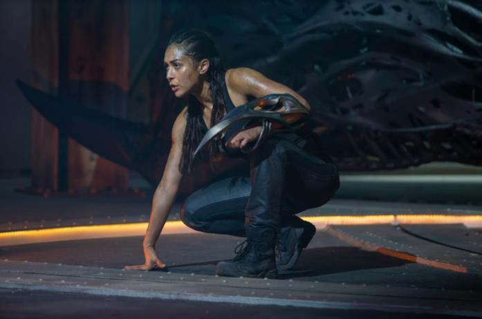 La protagonista di Skylin3s sulla nave aliena