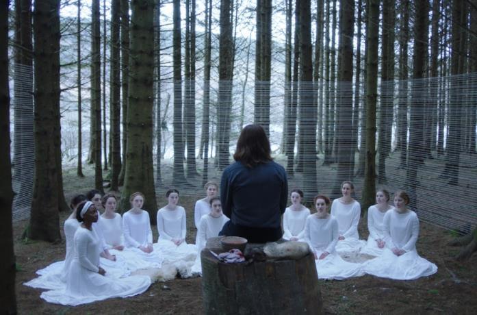 Una scena del film The Other Lamb