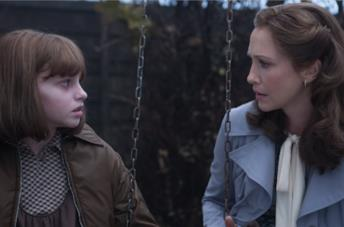 Vera Farmiga e Madison Wolfe in The Conjuring 2