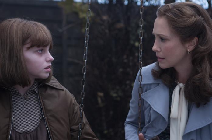 Vera Farmiga e Madison Wolfe in The Conjuring 2