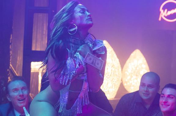 Le ragazze di Wall Street, la recensione: Jennifer Lopez è tornata, più sensuale (e criminale) che mai