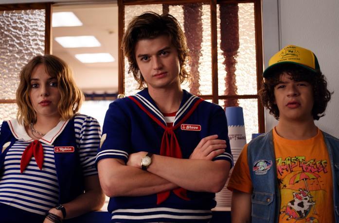 Robin, Steve e Dustin in Stranger Things 3