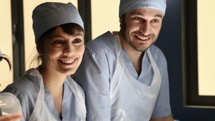 Alessandra Mastronardi e Lino Guanciale in una scena de L'allieva