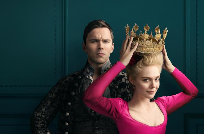 Nicholas Hoult ed Elle Fanning, protagonisti di The Great