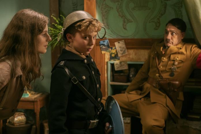 Jojo, Adolf e la ragazzina ebrea in una scena del film