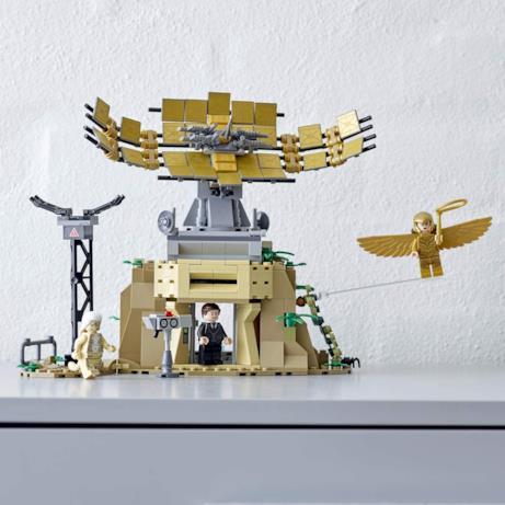 Vista frontale del set LEGO 76157 e delle 3 minifigure