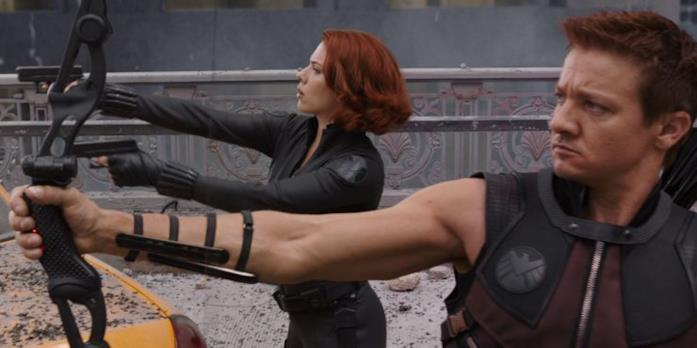 Occhio di Falco e Natasha Romanoff combattono in The Avengers
