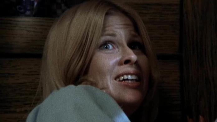 Brenda  (Susan Lanier) terrorizzata
