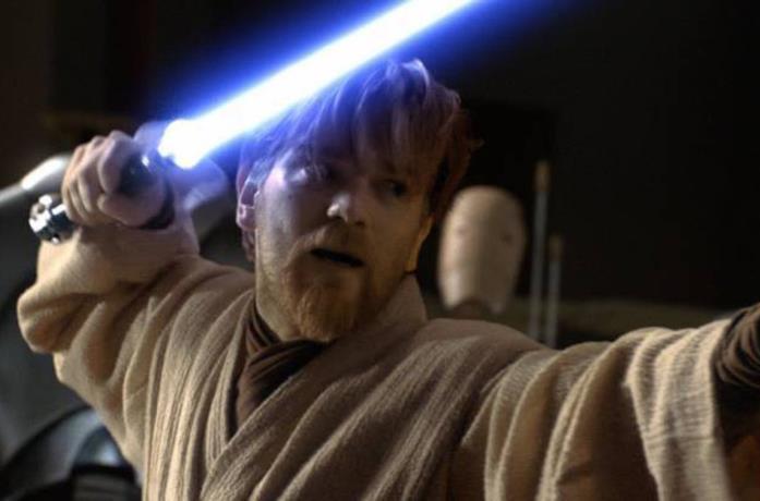 Obi-Wan brandisce la spada laser