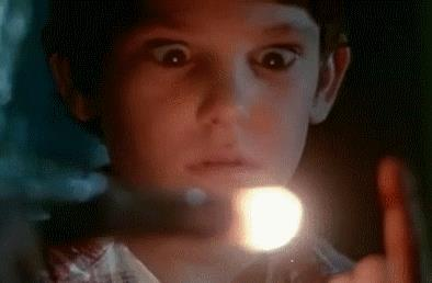 Una scena del film E.T. l'extra-terrestre