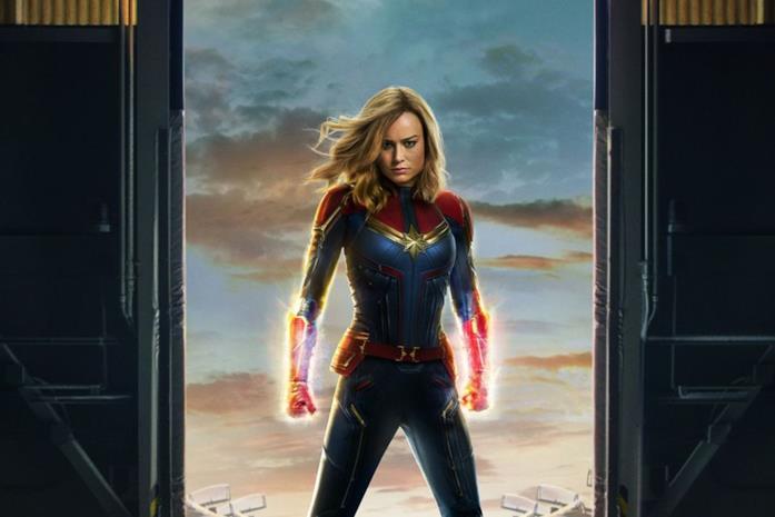 Captain Marvel (Brie Larson) in un poster promozionale dell'omonimo film