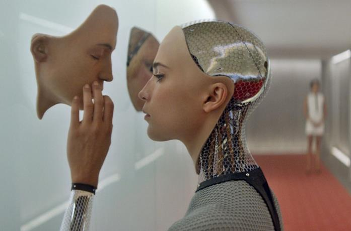 Alicia Vikander nel film Ex Machina