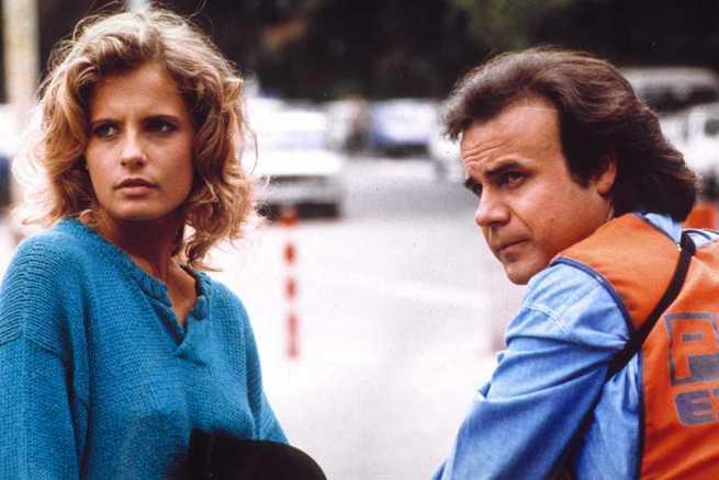 Isabella Ferrari e Jerry Calà in una scena de Il ragazzo del Pony Express