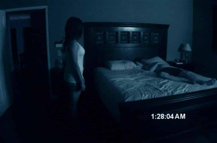 Una scena emblematica di Paranormal Activity