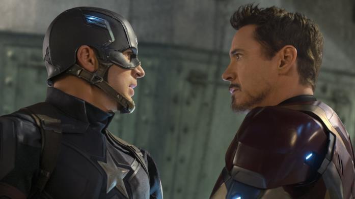 Chris Evans e Robert Downey Jr. di profilo in Captain America: Civil War