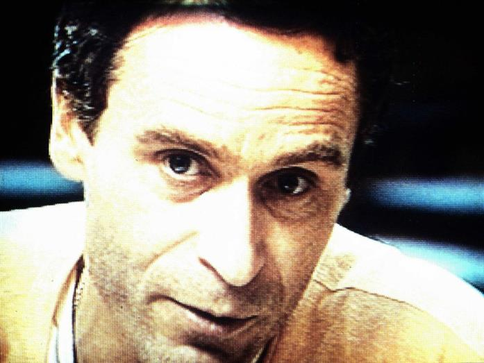 Un primo piano del serial killer Ted Bundy