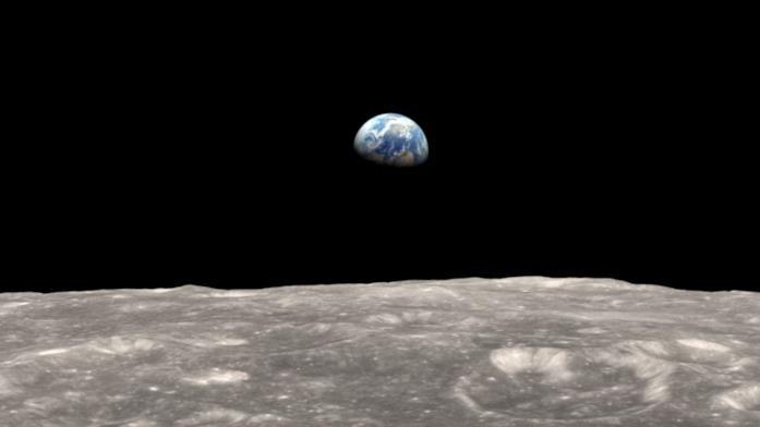 Un'immagine che ritrae la Terra vista dalla Luna