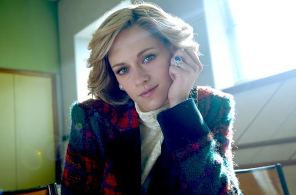 Kristen Stewart è Diana nel film Spencer