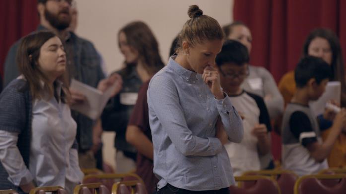 Una scena di preghiera nel documentario Pray Away