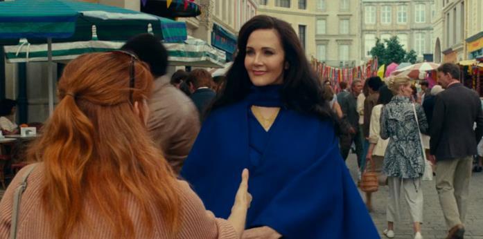 La donna tende la mano ad Asteria