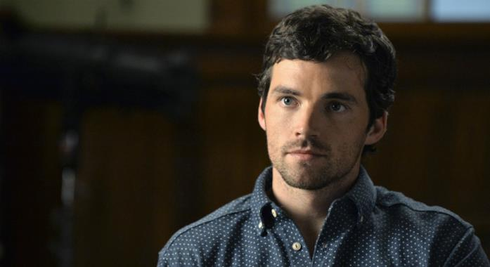 Ezra perplesso in Pretty Little Liars