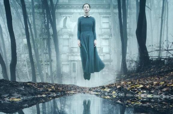 The Lodgers - Non infrangere le regole, la recensione: una dimora maledetta, tra cinema e realtà