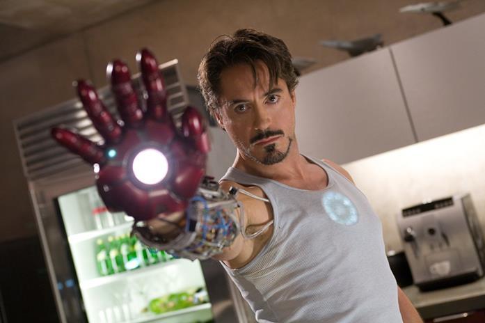 Un primo piano di Robert Downey Jr. come Iron Man