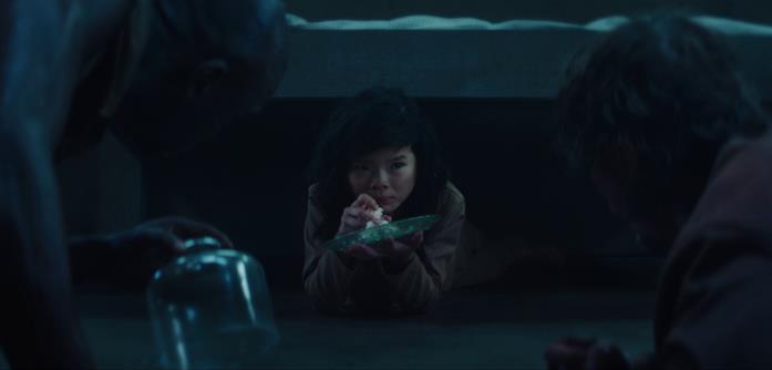 La bambina di il Buco mangia la pannacotta