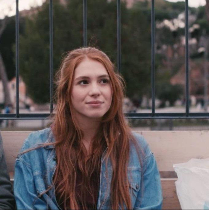 Eva in una scena di Skam Italia
