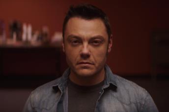 """Ferro, nel trailer del doc Amazon Tiziano Ferro si mette a nudo: """"la verità mi ha sempre curato"""""""