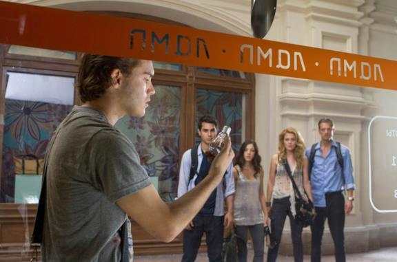 Emile Hirsch, Max Minghella, Olivia Thirlby, Rachael Taylor e Joel Kinnaman in L'ora nera