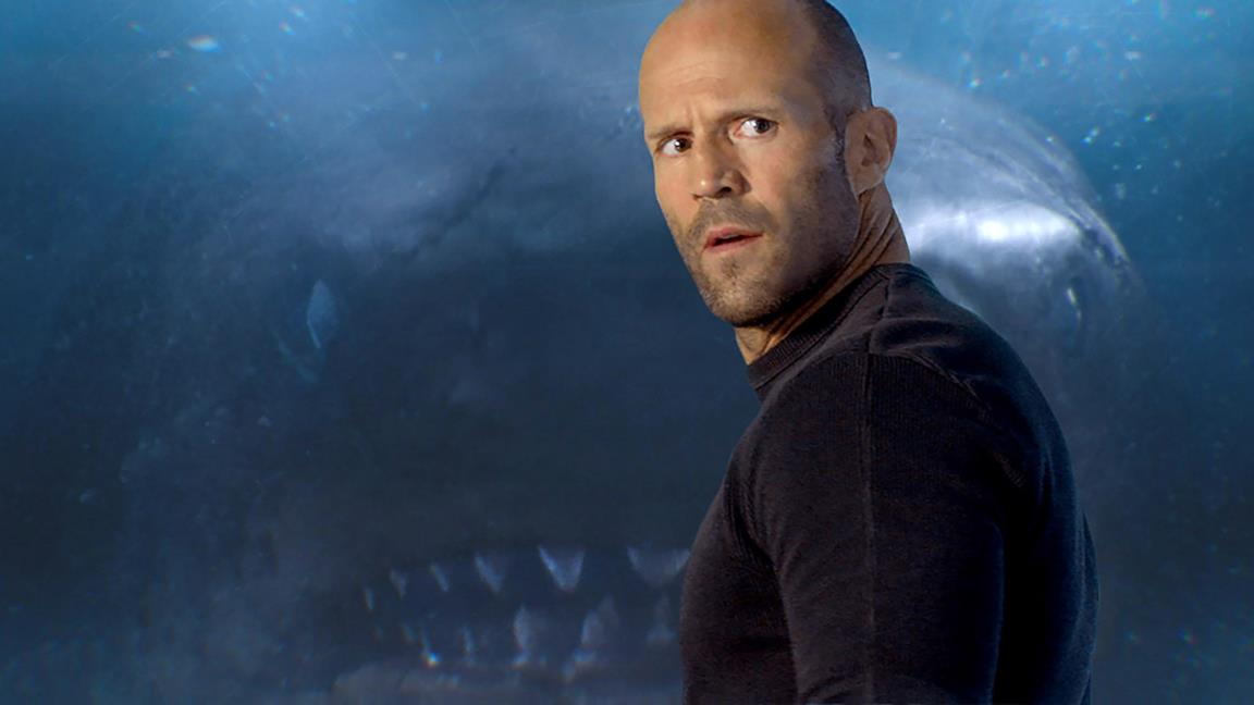 Un'immagine che ritrae Jason Statham durante una scena di Shark - Il primo squalo