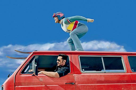Taron Egerton e Hugh Jackman nel poster del film Eddie the Eagle