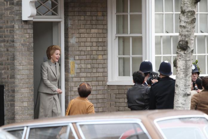 La prima foto di Gillian Anderson sul set di The Crown 4
