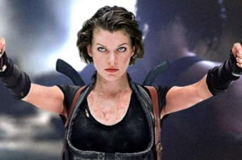 Milla Jovovich nei panni di Alice, che sfodera due pistole