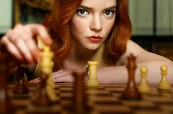 Anya Taylor-Joy nel poster promozionale de La regina degli schacchi