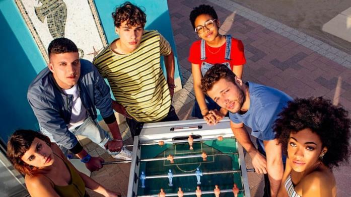 Sofia, Dario, Edo, Blue, Ale e Summer, i personaggi di Summertime