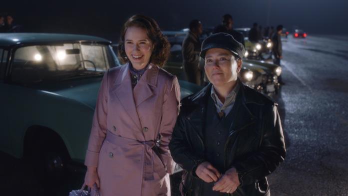 Midge e Susie a una corsa di macchine
