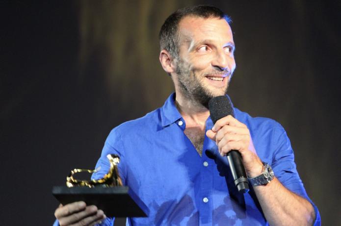 Mathieu Kassovitz Mathieu Kassovitz ringrazia  dopo aver ricevuto l'Excellence Award Moët & Chandon
