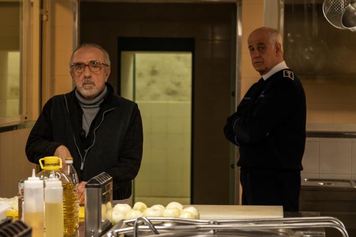 Silvio Orlando e Toni Servillo in una scena del film Dall'interno