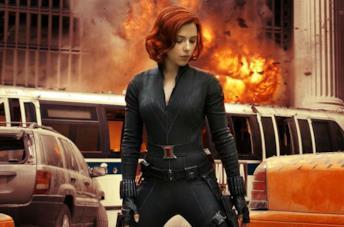 Vedova Nera di fronte a un'esplosione