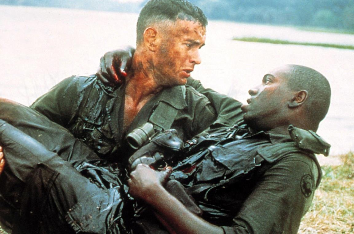 Tom Hanks e Mykelti Williamson in Forrest Gump