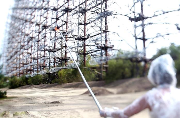 Una scena del documentario Il complotto di Chernobyl - The Russian Woodpecker